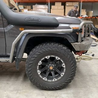 rock-sliders-with-scrub-rails-toyota-landcruiser-79-series